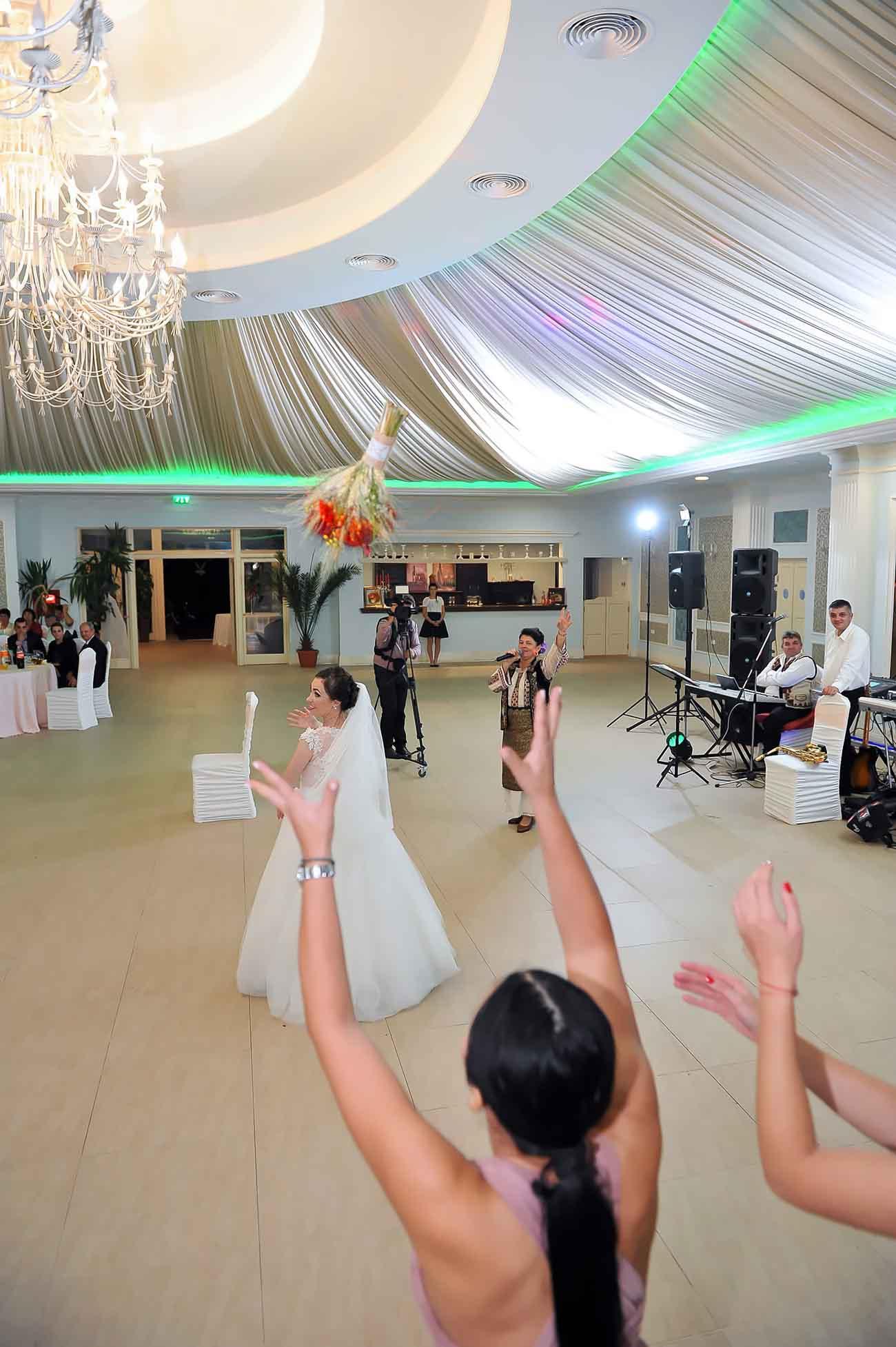 Pret servicii foto video nunta comanesti bacau