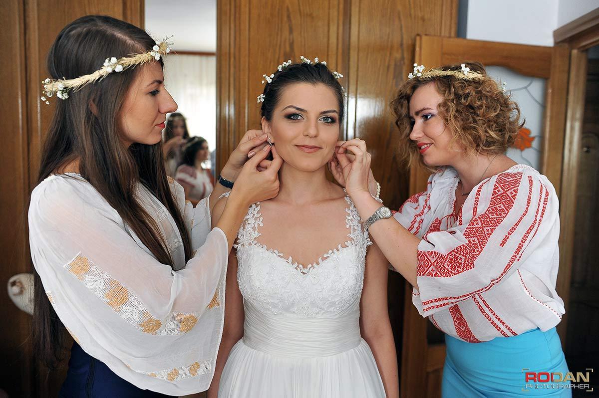 Pregatiri mireasa nunta Targu Neamt, Fotograf profesionist Targu Neamt - Fotografi nunta Targu Neamt - Poze nunta la Cetatea Neamtului - sedinta foto de nunta | Fotograf nunta Targu Neamt, Nunti Targu Neamt