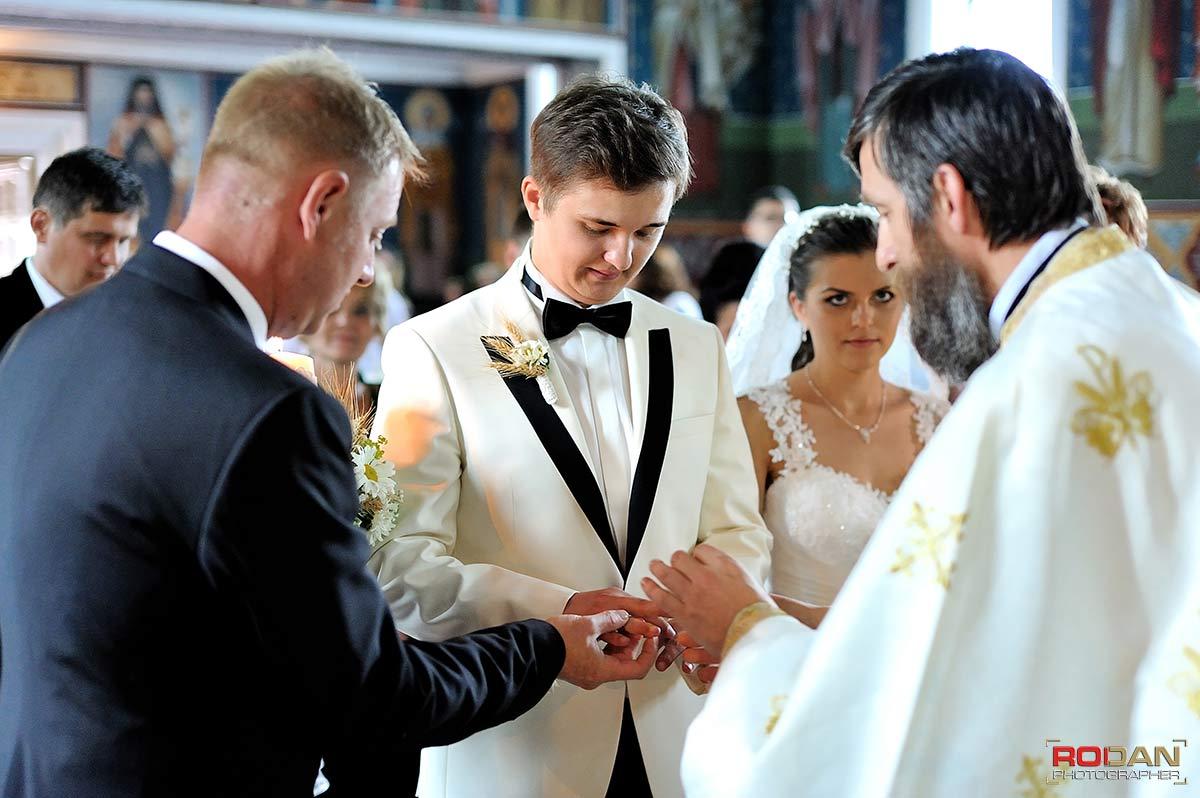 Fotografi pentru nunta Targu Neamtervicii foto-video de nunta in Targu Neamt | Nunta la Casa Arcasului | Sedinta foto la Cetatea Neamtului | Fotografii de nunta Targu Neamt | Poze nunti Targu Neamt