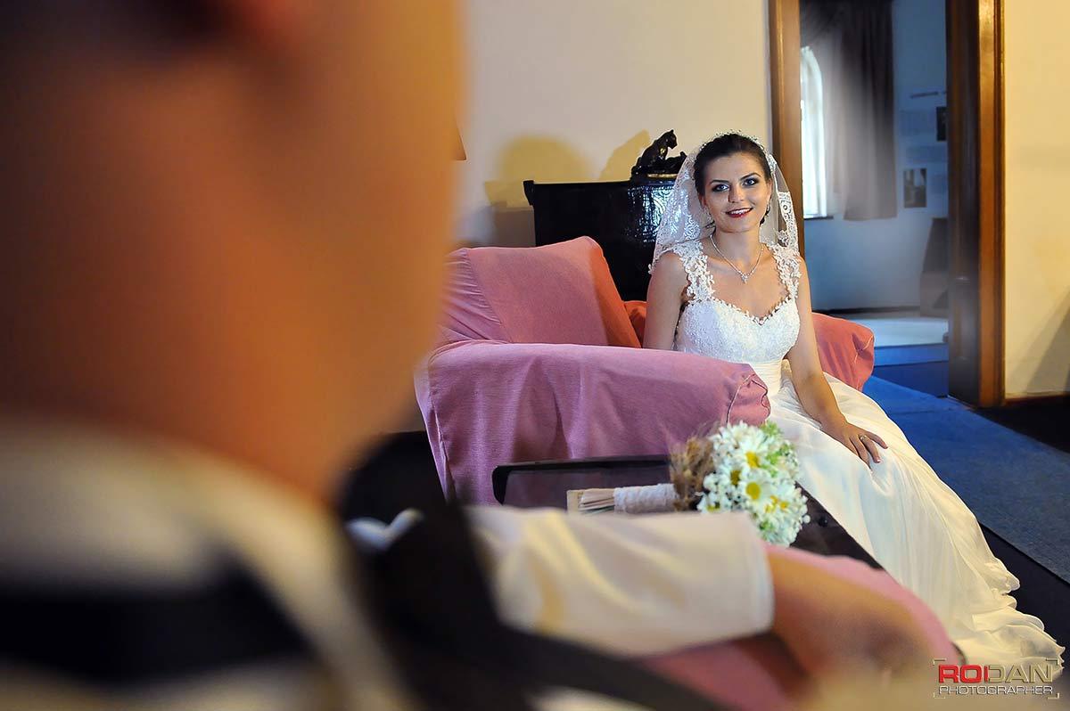 Servicii foto-video in Targu Neamt | Fotografie si filmare video de nunta in Targu Neamt | Nunta la Casa Arcasului | Sedinta foto la Cetatea Neamtului