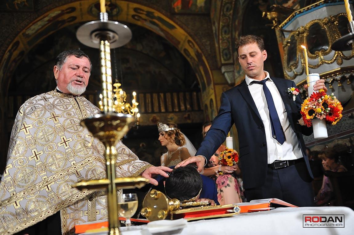 oficierea religioasa a casatoriei la Biserica Trei Ierarhi din Piatra Neamt